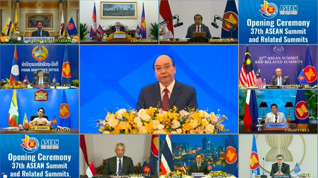 Vietnamese Prime Minister Nguyen Xuan Phuc (center) and other leaders of member-states attend a virtual summit of the Association of Southeast Asian Nations, Nov. 12, 2020.