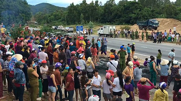 Residents of Quang Ngai province's Pho Thanh commune gather on a highway to protest local pollution, in an undated photo.