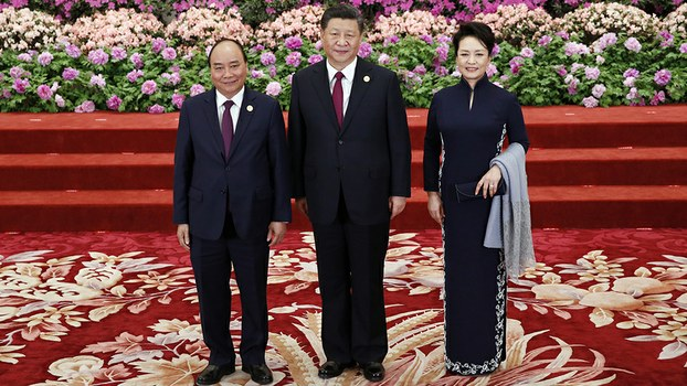 Vietnam's Prime Minister Nguyen Xuan Phuc (L) arrives at a banquet for the Belt and Road Forum hosted by Chinese President Xi Jinping and his wife Peng Liyuan at the Great Hall of the People in Beijing, April 26, 2019.