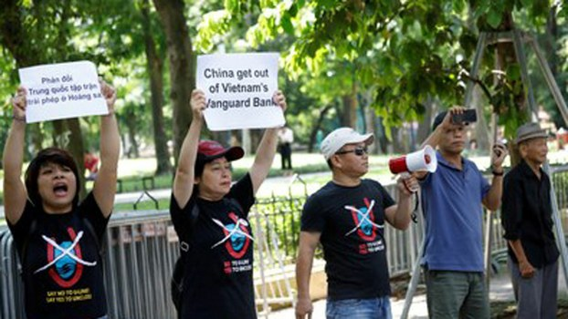 """Vietnamese activists wearing """"No-U"""" T-shirts stage an anti-China protest in front of Chinese embassy in Hanoi, Aug. 6, 2019."""