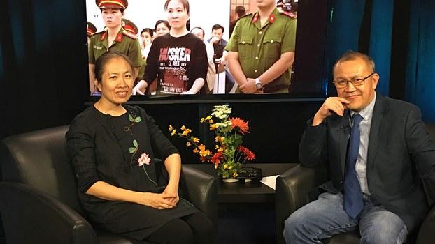 Activist blogger Nguyen Ngoc Nhu Quynh (L) and RFA reporter Kinh Hoa (R) in Washington, Nov. 13, 2018.