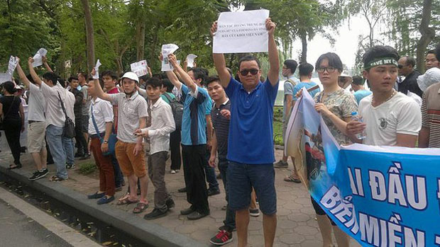 Democracy activist Le Anh Hung (blue shirt) joins in a protest against the Taiwan-owned Formosa company, May 2015.