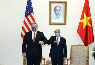 U.S. Secretary of State Mike Pompeo and Vietnamese Prime Minister Nguyen Xuan Phuc bump elbows for a photo ahead of their meeting in Hanoi, Oct. 30, 2020.