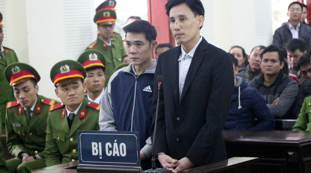 Hoang Duc Binh (R) and Nguyen Nam Phong (L) are shown on trial at the Nghe An People's Court, Feb. 6, 2018.