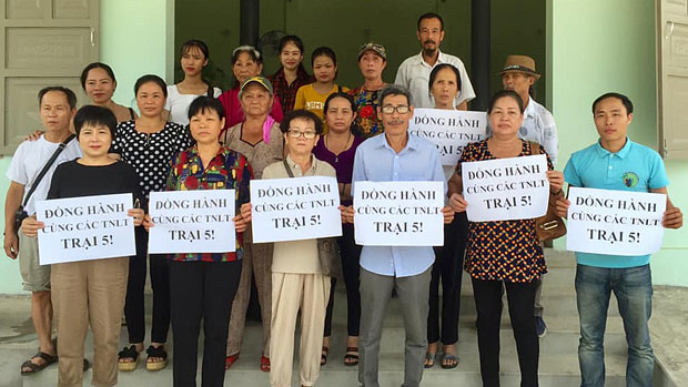 Democracy advocates and prisoners' relatives visit Camp 5 in Vietnam's Thanh Hoa province, July 10, 2019.