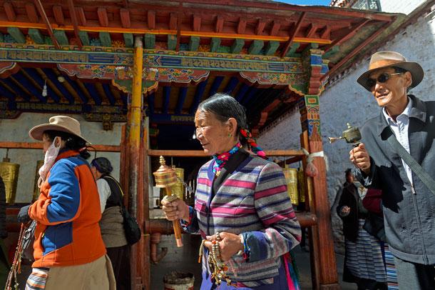 Tibetan Buddhist believers pray at Ramoche Temple in Lhasa, southwest China's Tibet Autonomous Region, May 7, 2016.