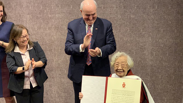 Chi Pang-yuan receives an honorary doctorate from the University of Indiana, Feb. 25, 2019.
