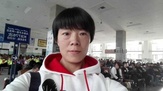 Li Aijie on her way to visit her husband, jailed Xinjiang rights activist Zhang Haitao, in Shaya prison near Aksu, April 22, 2017.
